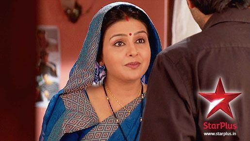Garima tells Arnav that rats might have torn his bag!