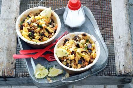 Pastasalade met aubergine en noten
