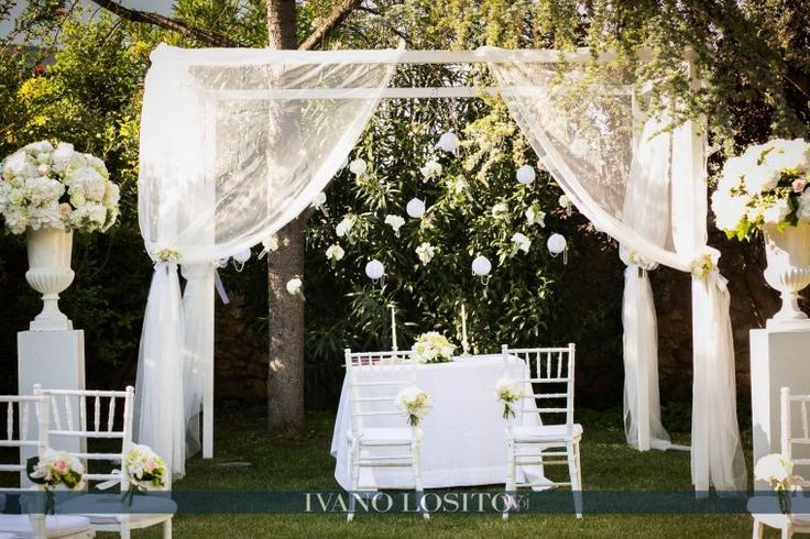 Elegant gazebo. Total white details... by Michela & Michela www.italianweddingcompany.com