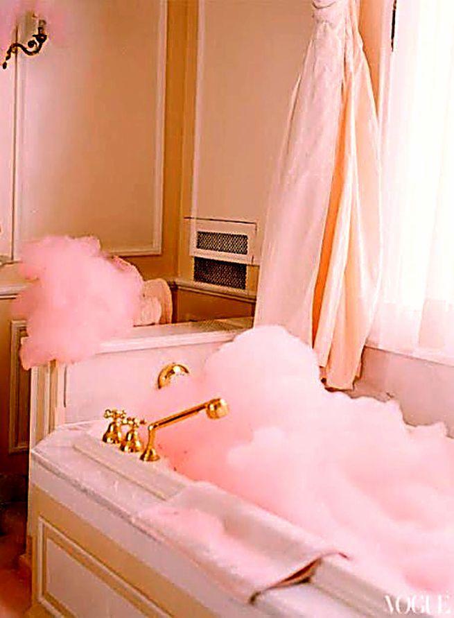 Que tal uma banheira com espuma pink?!