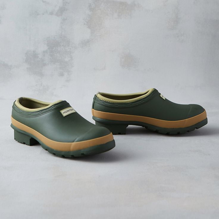 """A classic style from the Hunter collection, this handmade garden clog features a high-traction sole, soft rubber construction, and a practical neoprene lining.- Rubber, neoprene- Handmade- Store out of direct sunlight to prevent fading- ImportedWomen's sizes 5-114.5""""H, 1"""" heel, 3x5"""" opening"""