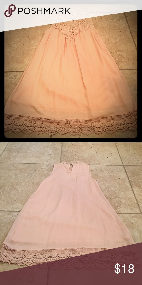 Soft pink dress Super cute dress for weddings, a shower, or a night out. The dress is lined and beautiful lace detail. Blu Pepper Dresses Midi
