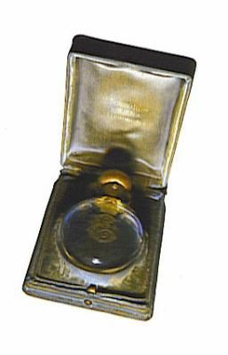 OBJET AYANT APARTENUE A L'IMPERATRICE ELISABETH - Flacon de parfum.