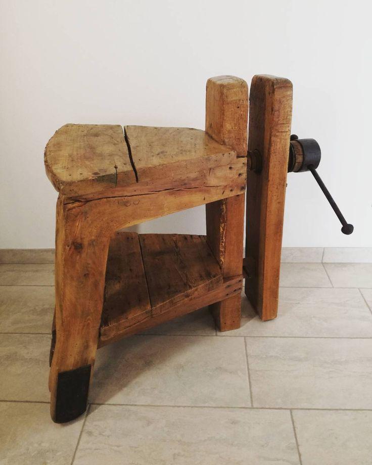 Vecchi seduta con morsa da intaglio #laboratorio44 #madeinitaly #woodworker #wood #interiordesign #interiors #homedecor #home #recycle #reuse #instadecor #instagram #architecture #interiorinspiration #madeira