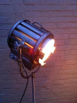 MOLE RICHARDSON VINTAGE HOLLYWOOD CLASSIC MOVIE LIGHT INDUSTRIAL LAMP 1940S  MOVIE DIRECTOR OR HOME CINEMA, WORKING LIGHT 2000 WATTS