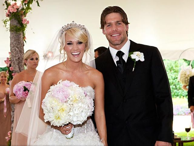 Country singer, Carrie Underwood with her hubby, Mike Fisher, who is a Canadian ice hockey player.