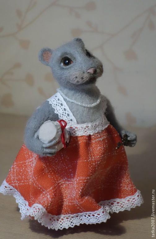 """Купить Валяная игрушка """" Хозяюшка"""" - разноцветный, подарок, мышка, варенье, шерсть для валяния"""