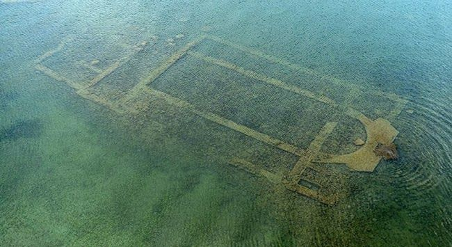 İznik Gölü'ndeki 1600 Yıllık Bazilika İlk Kez Görüntülendi http://www.baskahaber.org/2014/01/iznik-golundeki-1600-yllk-bazilika-ilk.html
