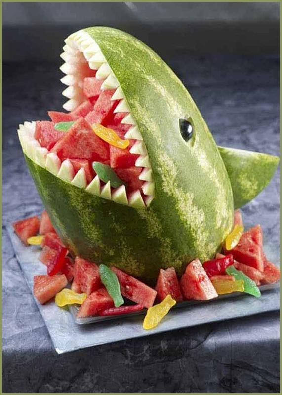 Рецепт для детского праздника — «Акула из арбуза» Рецепт для детского праздника — «Акула из арбуза»Нам понадобится: Арбуз — 1 шт (лучше продолговатый)&#1...