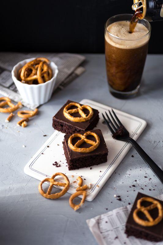 Bier Brownies mit Guinness, Schokolade und Salzbrezeln (party desserts brownies)