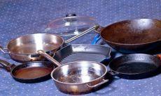 Чистим сковородки  Предлагаю вашему вниманию хороший способ очистить противни или сковородки от нагара.