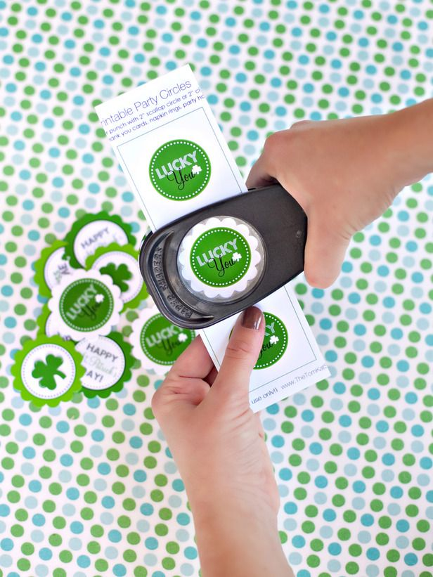 Free Printable St. Patricks Day Party Circles - Cupcake Toppers