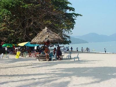 Batu #Ferringhi, der beliebteste und belebteste Strand auf #Penang. -- Batu Ferringhi, the most popular and busiest #beach in Penang.