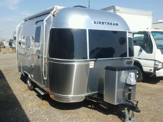 Salvage 2017 Airstream Flying Cloud Recreational For Sale