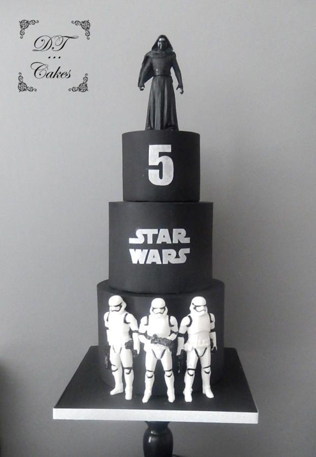 Star wars Cake by Djamila Tahar (DT Cakes)