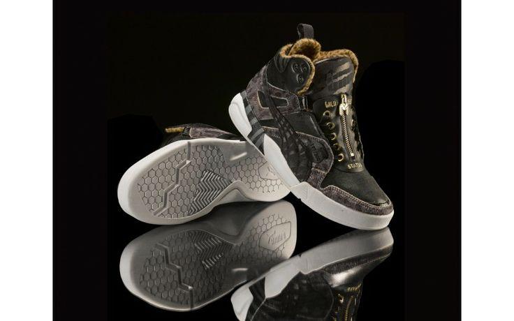 La nuova Marracash Edition Future Trinomic Slipstream Lite di PUMA è la sneaker scelta dal King del Rap per una special release in edizione limitata in 300 esemplari numerati.