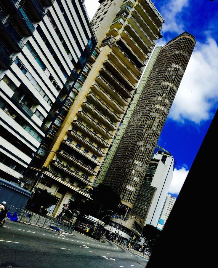 São Paulo não é para amadores. Na 'Visita' de hoje, Juliana sente – em Lisboa – saudade da bagunça, dos mistérios e do vigor de São Paulo Encontrei este texto por acaso &#82…