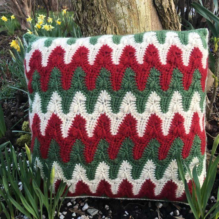 Bargello pillow   pattern: Margret Willson in Crochet World Magazine