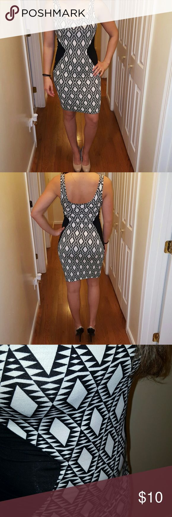 Cute, comfy going out dress! Never worn! Tags still attached. Bought at Apricot lane Boutique. Very flattering for an athletic type body! Dresses Midi