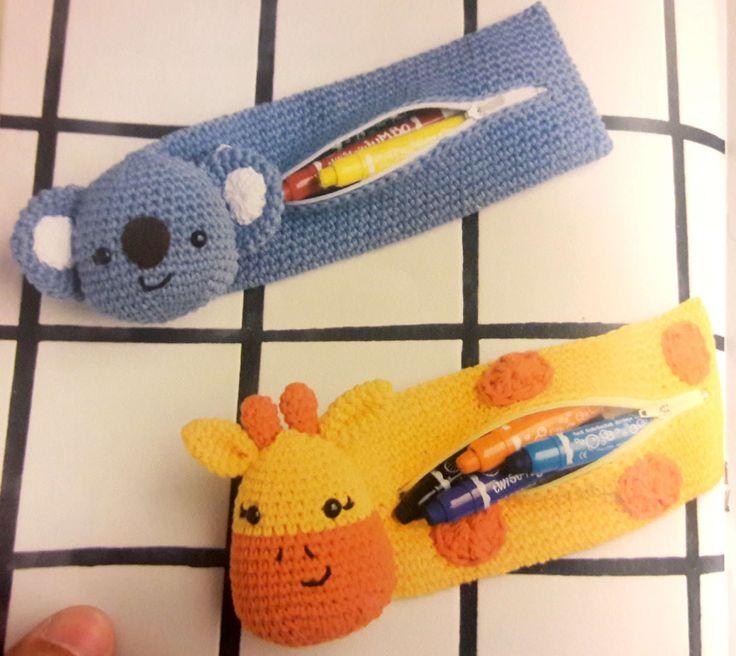 Continuando con esos redescubrimientos de mi colección personal de patrones, hoy les quiero compartir dos modelos de cartucheras de animalit...
