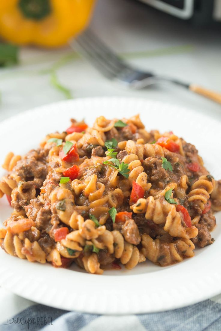 A healthier, homemade version of Hamburger Helper made completely in the slow cooker -- yes, even the pasta! (And no, it's not mushy and overcooked!) #ReynoldsCrowd #ad
