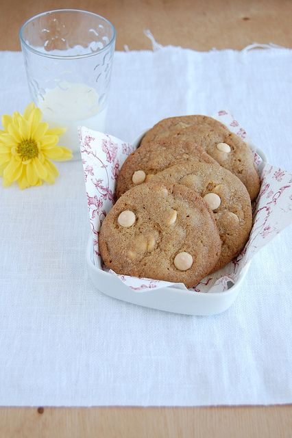 White chocolate butterscotch cookies / Cookies de butterscotch e chocolate branco by Patricia Scarpin, via Flickr
