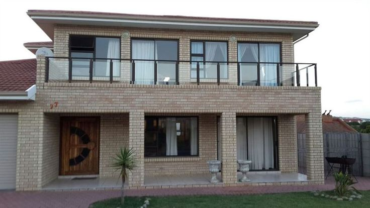 Elmari Place - Elmari Place is a spacious double-storey house situated in the beautiful coastal area of Diaz Beach just outside of Mossel Bay. This holiday home sleeps eight people and is perfect for the self-catering ... #weekendgetaways #mosselbay #southafrica