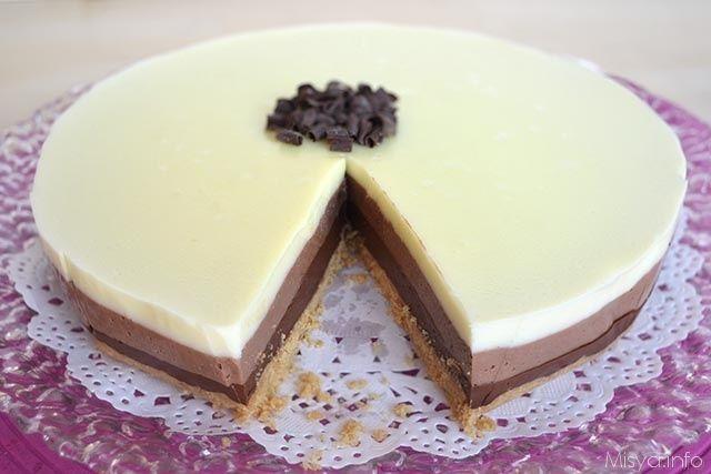 Ingredienti per per una tortiera da 22 cm:    220 gr di biscotti     80 gr di burro     200