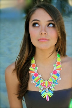 OOoooh, COLORFUL!: Neon Necklace, Natural Makeup, Statement Necklaces, Neon Accessories, Lady Fashion, Pretty Makeup, Neon Colors, Cool Necklaces, The Blondes Salad