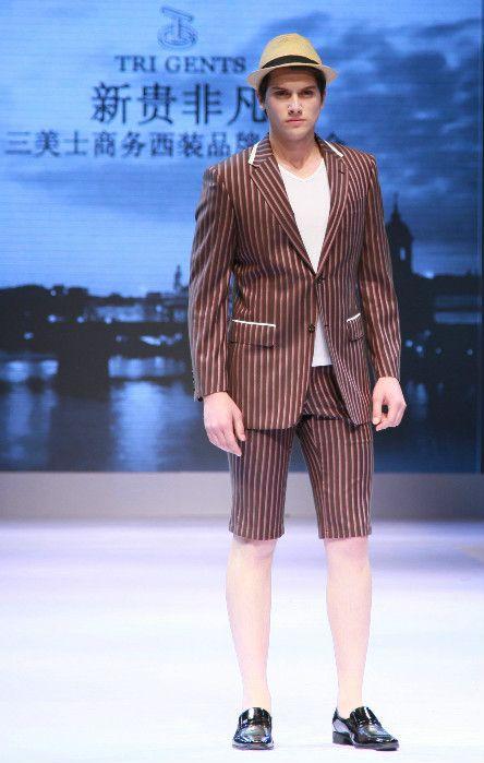 时装周. Blue Fang Lian Xin Tian 'Cheng Xiaoxiao Works'. Qingdao Fashion Week