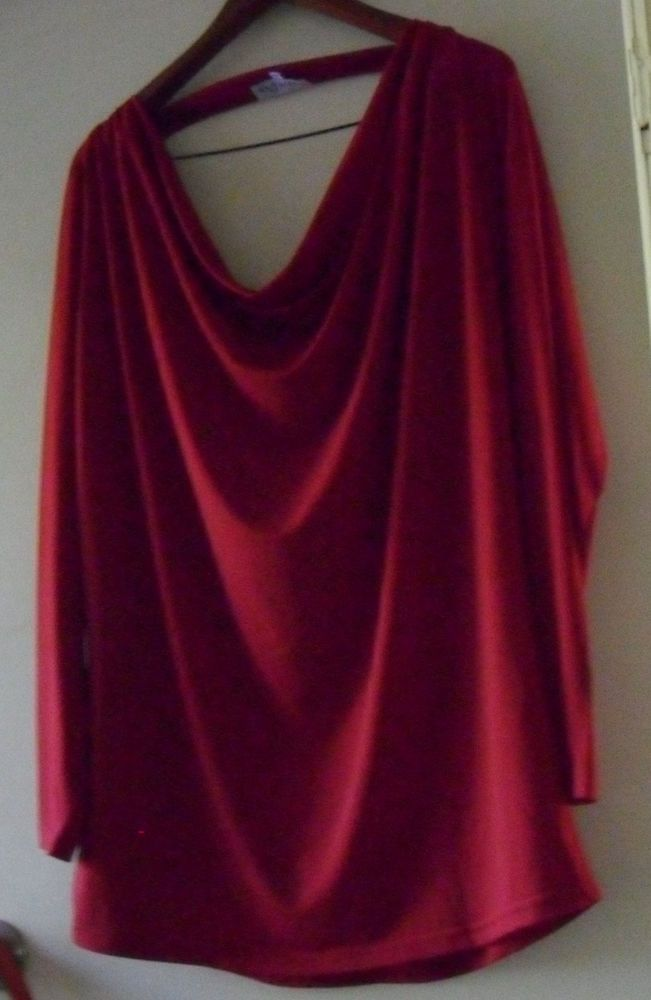 DREAM DIVA  red top  Plus Size small AS NEW
