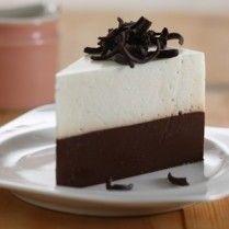 Setelah disimpan dalam kulkas, puding busa vanila cokelat ini dapat Anda sajikan.