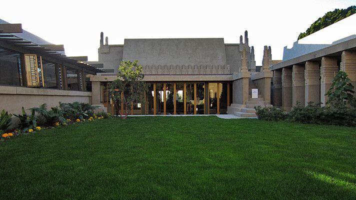 Hollyhock House – Los Angeles (USA). Historia domu na stronie: http://barnsdall.org/hollyhock-house/history/