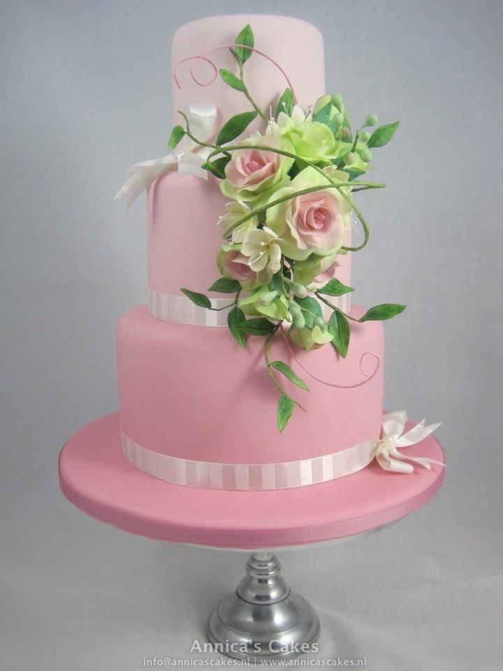 Ombre pink tiers with green and pink floral arrangement.