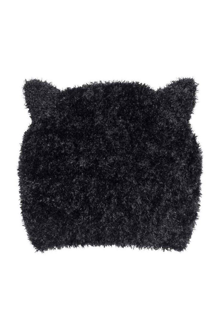 Bonnet avec oreilles: Bonnet en maille de laine chenille. Modèle avec oreilles cousues.