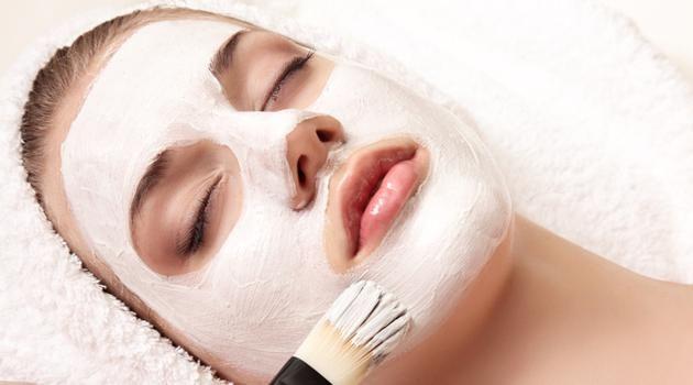 Máscara de mel, clara de ovo e gelatina para deixar a pele superlisinha: aprenda - Bolsa de Mulher