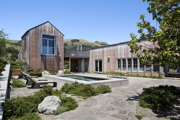 Plunge pool and hot tub in courtyard - West Marin Ranch, Turnbull Griffin Haesloop Architects