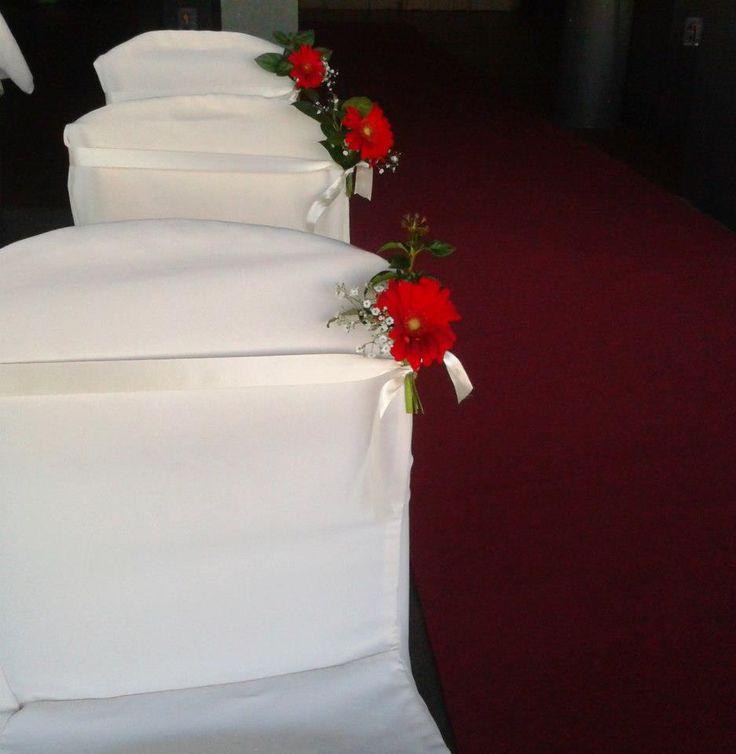Silla de invitados decoradas para una boda frente al mar por Mariela Boghossian