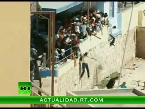 Lampedusa: italian police forces immigrants to dangerous flee - Sept. 20 - 2011