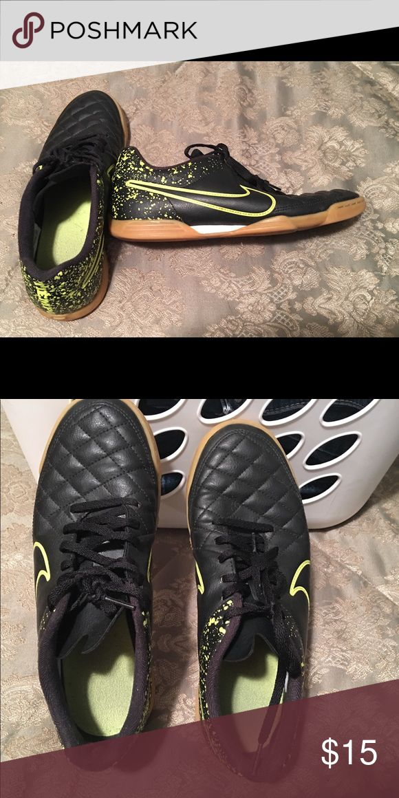 MENS NIKE INDOOR STYLE SOCCER TURF SHOES Men's Nike indoor style soccer shoes size 8 in good condition. My son wasn't able to wear these long due to a fast growing foot. :).  Can be worn as just regular tennis shoes.  From smoke free home.  No tears!  Lots of life in them still. Nike Shoes Athletic Shoes