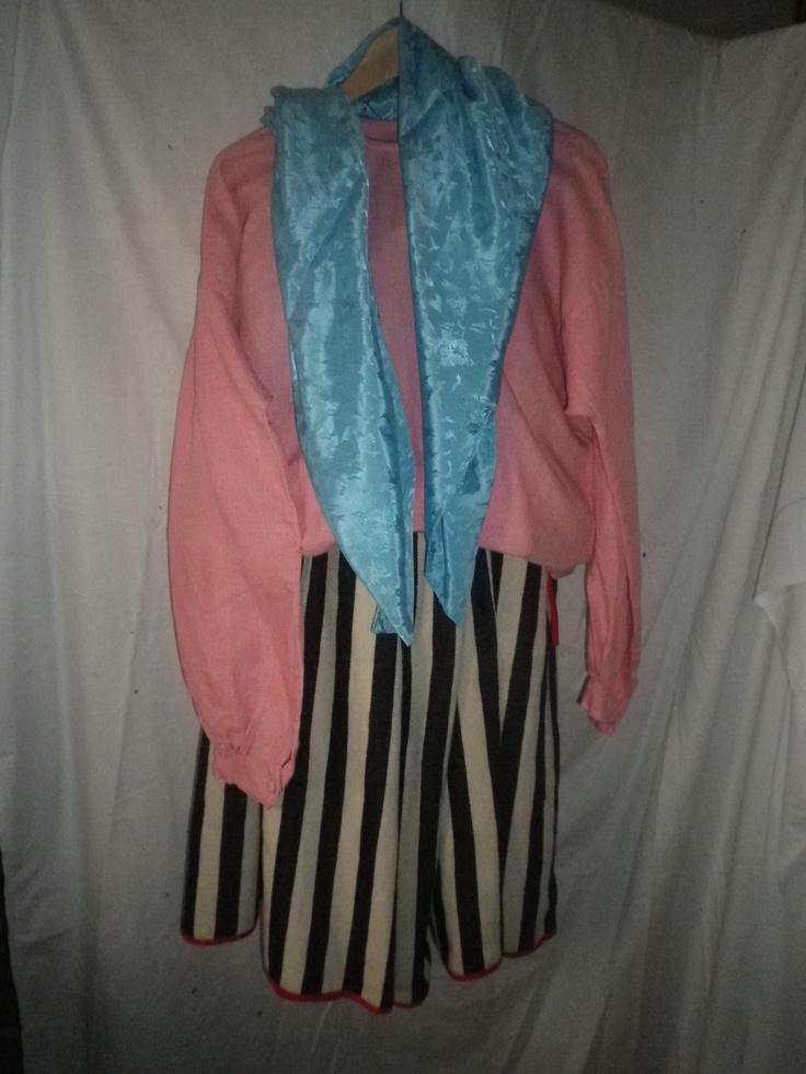 Traje de diario de Tenerife  Mantilla,enagua,pañuelo de hombros, camisa y falsa