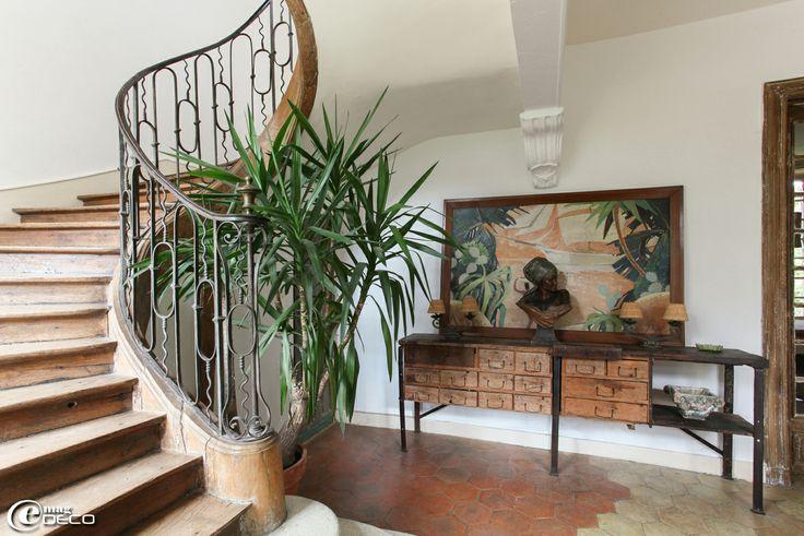 340 best images about step up on pinterest foyers - Decoration d une entree avec escalier ...