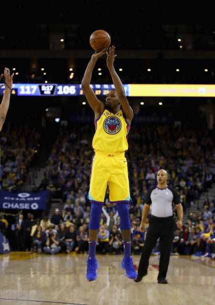 Kevin Durant of the Golden State Warriors shoots the ball during their game  against the Minnesota Timberwolves at ORACLE Arena on January 25 2018 in. c9b9c7096608b