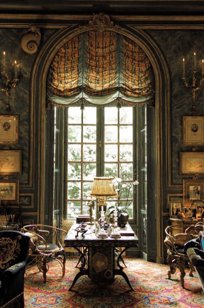 The sitting room of Comtesse Isabelle d'Ornano, Paris. Interior design by Henri Samuel.