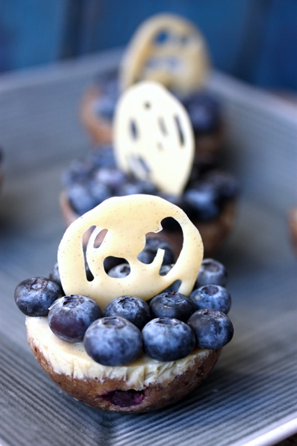 Mini Blueberry Cakes! Raw, vegan and Delicious!