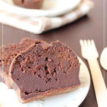 バレンタインなので、チョコレートを焼きました。 ずっしり系の濃厚チョコレートケーキになってくれました。 では、では、つくりかたです。 ★★★レシピ★★★ 超濃厚チョコレートケーキ <材料>15cm型 板チョコ       90g バター        90g 砂糖         60g 卵           2個 薄力粉        70g ベーキングパウダ...