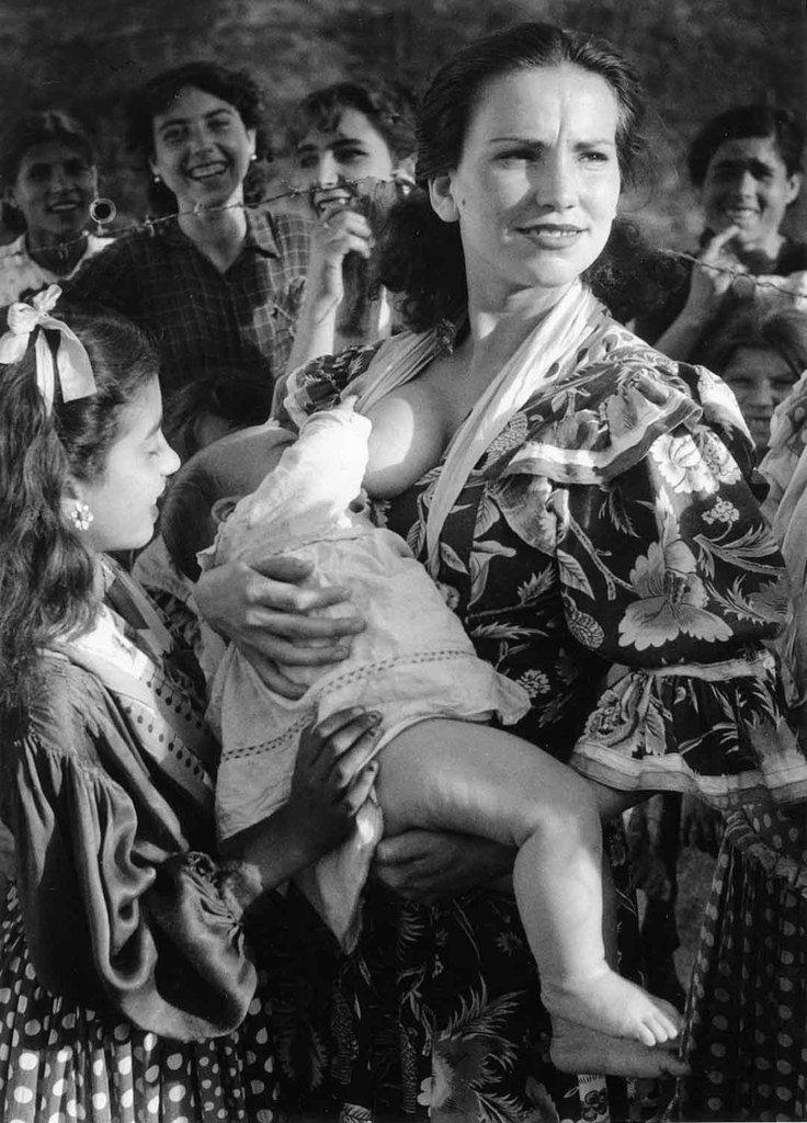 Gypsies of Sacromonte, Granada, Spain (1951) - Photo © Jean Dieuzaide