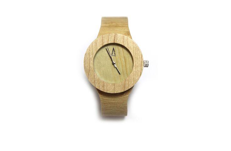 Amarantto : TIME4US- Modelo Boj: Reloj unisex, realizado a mano, con caja de madera de Bambú y mecanismo interior japonés, bisel y dial realizados en tono claro, manecillas y logotipo en aluminio metalizado, esfera de cristal mineral y correa ajustable. #amarantto #reloj #watch #madera #wood #cuero #leather #estilo #style #diseño #design #moda #fashion #regalo #present #lifestyle #time4us #boj