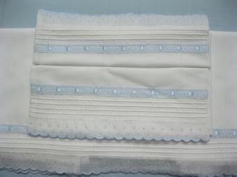 Sábanas blancas de cuna hecha a mano