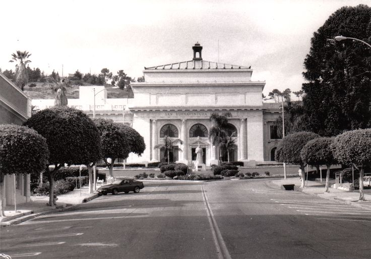 Ventura County Courthouse (now San Buenaventura City Hall).  Photo by Kate Bennett, 1988.